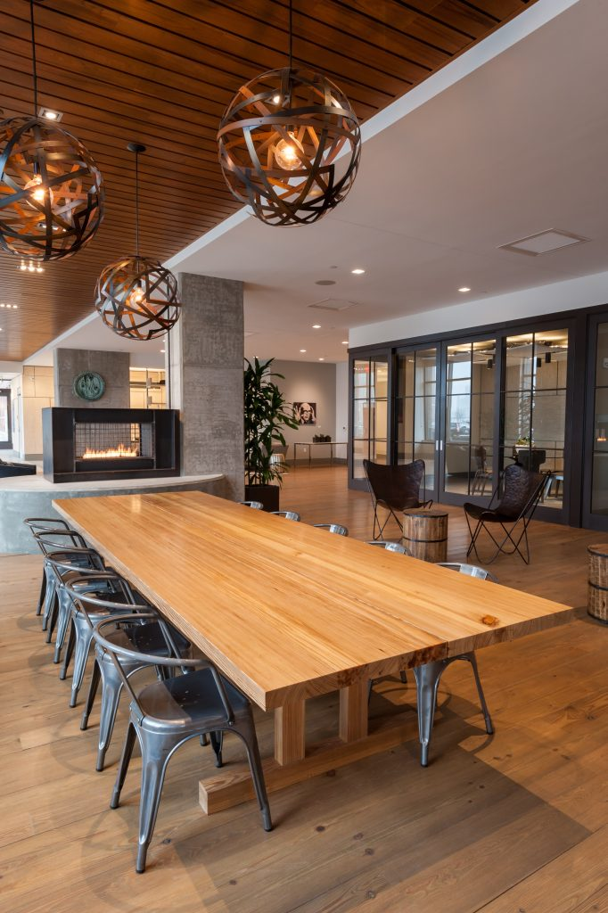 ​communal table