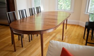 ​expanding dining table